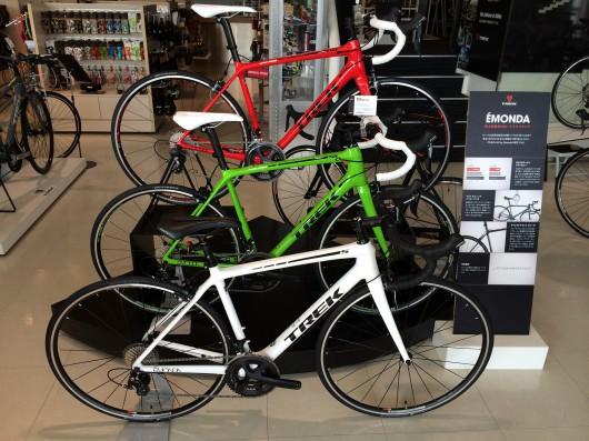 新型軽量ロードバイク「EMONDA」人気です!
