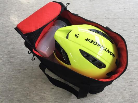 ヘルメットはもちろん、ウォーターボトルも収納可能