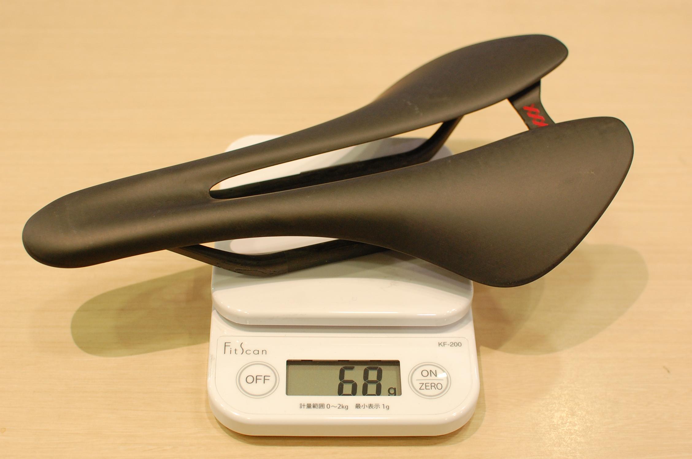 68gの超軽量フルカーボンサドル XXX Carbon Saddle店頭在庫あります!