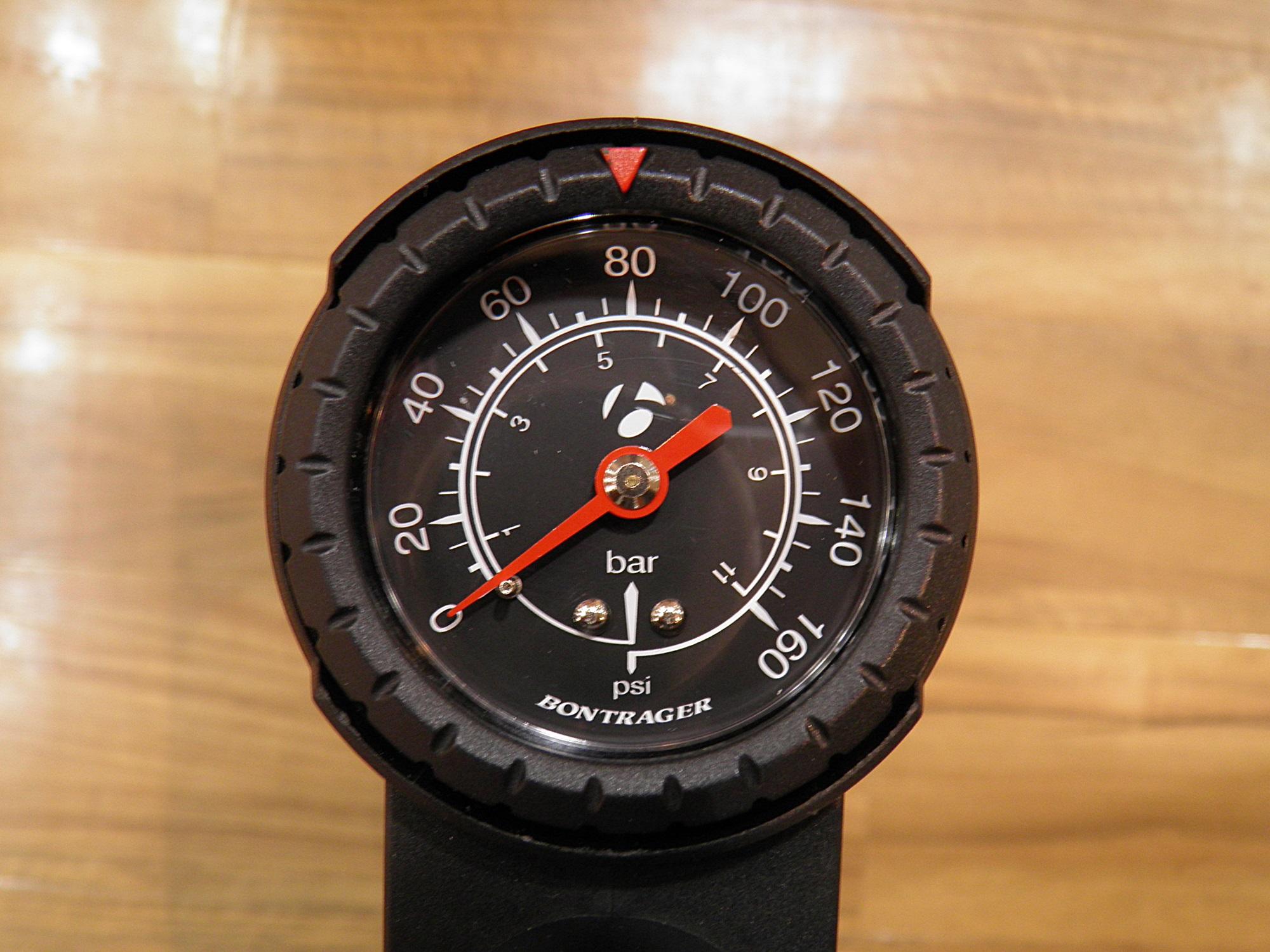 タイヤの空気圧って、どれくらい入れたら良いの?