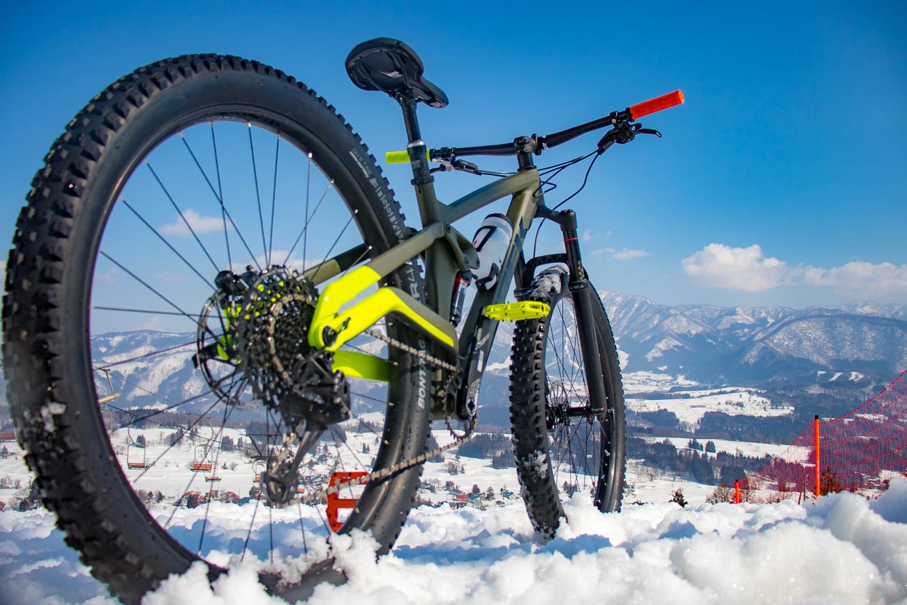 冬のゲレンデをMTBで駆け抜ける!! Full Stache8でゆく、雪ちゃりライド in 戸狩温泉スキー場