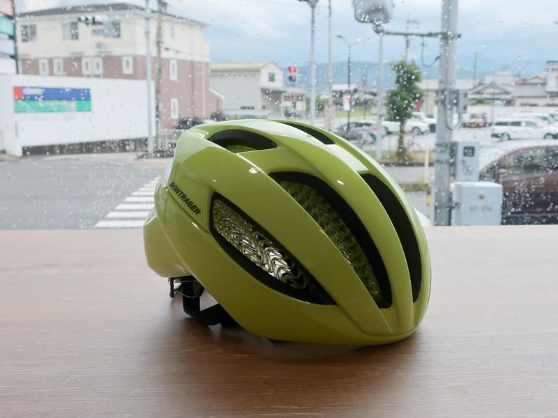 「雨でも自転車!」のあなたにお勧めしたいヘルメット【BONTRAGER Specter WaveCel】Radioactive Yellow