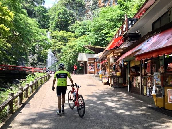【スタッフライド】涼を求めて箕面大滝へ!!
