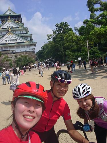大阪城前で。トレックバイシクル大阪ストアライド