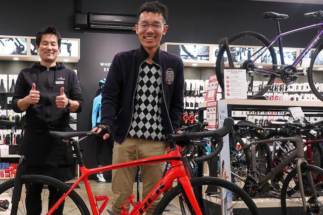 【Happy New Bike Day ! 】~甲府店 納車シーン~ ロードバイクÉmonda SL6 Discでレースに自転車旅行に!