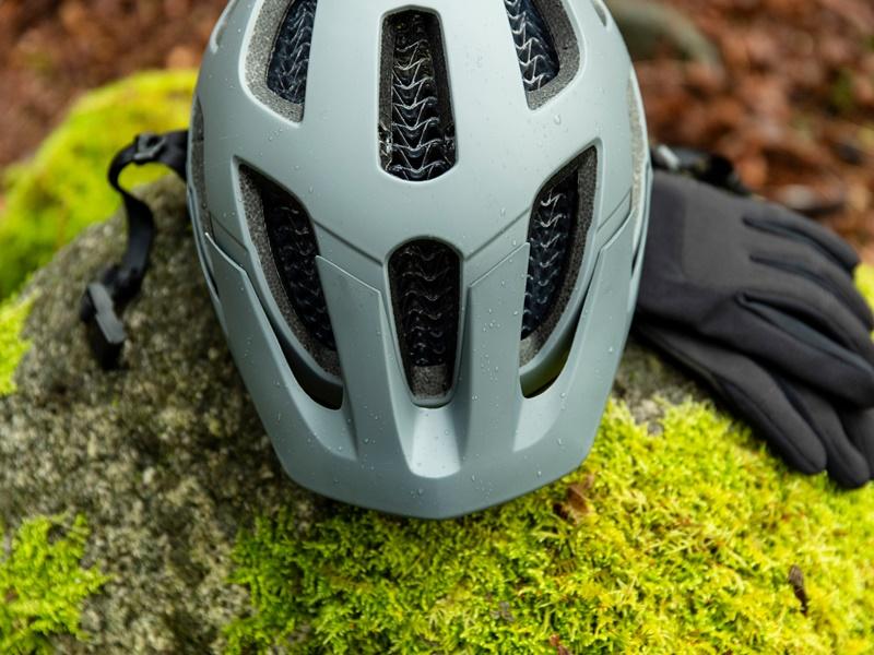 マウンテンバイクのトレイルライドには安全性の高いヘルメットを!★限定販売【BONTRAGER Blaze WaveCel】★