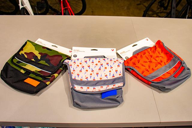 自転車に取り付けて出かけよう!! かわいいハンドルバーバッグあります!