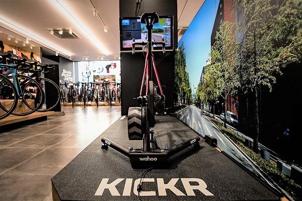 【再入荷】人気のインドア・サイクルトレーナーWahoo製『Kickr』!