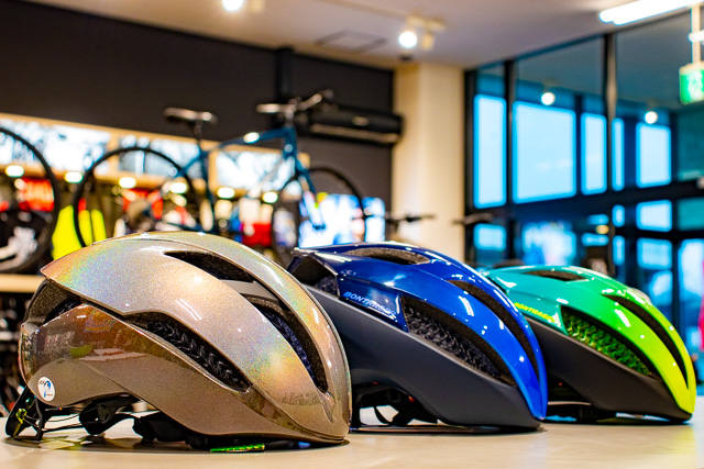WaveCelヘルメットXXXとSpecterの新色が入荷しております!