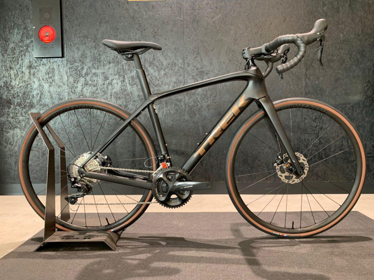 【2022年モデル入荷情報】人気のTREK Domane SL5のブラックをご覧いただけます。